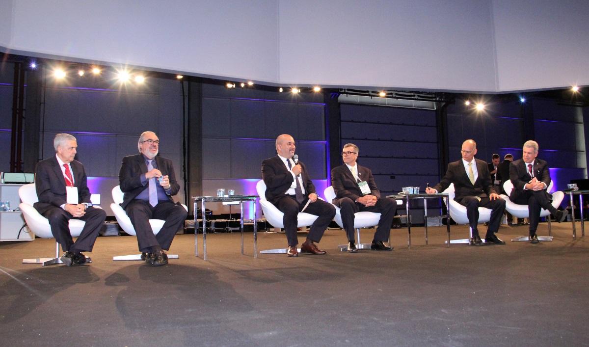 Química e Derivados, Debate reuniu o secretário Braga, senador Muniz, Roberval Souza (Abes), Sachs (AESabesp), deputado Papa e Kelman (Sabesp)